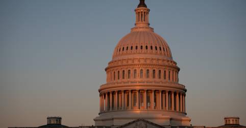 Placeholder - loading - Imagem da notícia Democratas são favoritos para controlar Senado dos EUA, mas resultados podem demorar