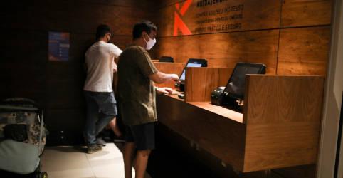 Placeholder - loading - Serviços crescem pelo 2º mês no Brasil em outubro e otimismo avança, segundo PMI