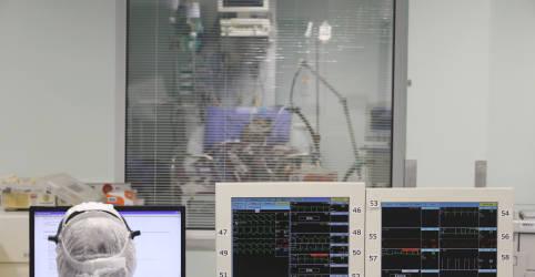 Placeholder - loading - Imagem da notícia Brasil registra 279 novas mortes por Covid-19, mas problema técnico limita atualização de dados