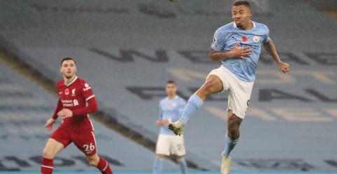 Placeholder - loading - De Bruyne perde pênalti em empate do Manchester City com Liverpool por 1 x 1