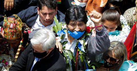 Placeholder - loading - Evo Morales volta para a Bolívia após posse de presidente socialista