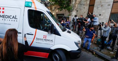 Placeholder - loading - Imagem da notícia Maradona deixa hospital para continuar reabilitação em casa