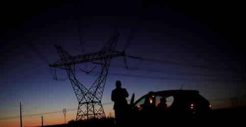 Placeholder - loading - Imagem da notícia Amapá tem 80% da energia retomada após blecaute da última semana, diz ministério