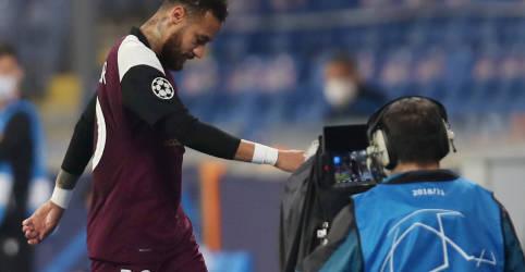 Placeholder - loading - Imagem da notícia Neymar é cortado de jogo contra Uruguai pelas eliminatórias