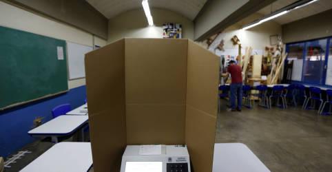 Placeholder - loading - Imagem da notícia Eleitores escolhem prefeitos e vereadores após campanha atípica ofuscada pela pandemia