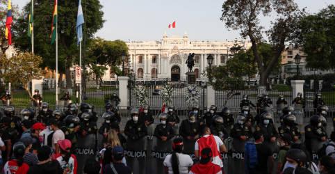 Placeholder - loading - Congresso do Peru elege parlamentar de centro como presidente do país para reduzir tensão