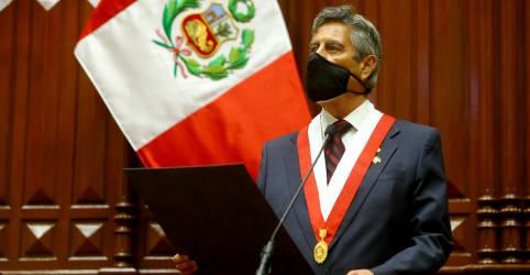 Placeholder - loading - Imagem da notícia Presidente interino do Peru toma posse e pede calma após semana de protestos