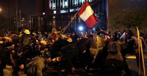 Placeholder - loading - Imagem da notícia Após derrubar presidente, jovens do Peru querem reformar Constituição e Congresso