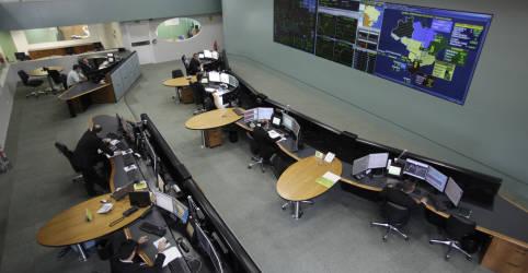 Placeholder - loading - Imagem da notícia Juiz afasta cúpula da Aneel e ONS por apagão no Amapá; especialistas criticam