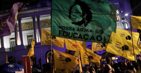 Placeholder - loading - Imagem da notícia No século 21, eleições brasileiras ainda trazem agressões, atentados e assassinatos
