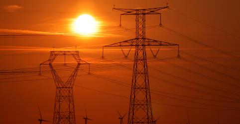 Placeholder - loading - Imagem da notícia Amapá tinha até domingo 89% da carga média de energia restabelecida, diz ministério