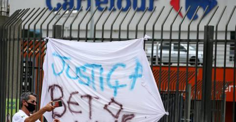 Placeholder - loading - Imagem da notícia Ação do Carrefour Brasil recua mais de 4% após assassinato em loja de Porto Alegre