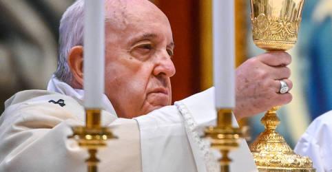 Placeholder - loading - Imagem da notícia Papa diz que risco de morte o ajudou a se identificar com vítimas da Covid