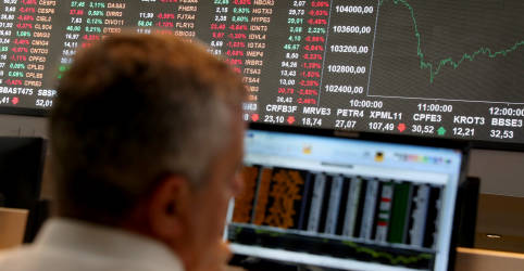Placeholder - loading - Cenário externo respalda e Ibovespa flerta com 108 mil pontos puxado por bancos e Petrobras
