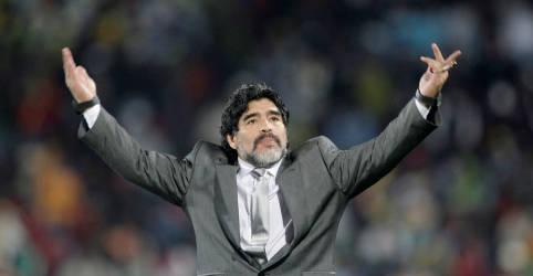 Placeholder - loading - Imagem da notícia OBITUÁRIO-Gênio do futebol, Maradona vivenciou o céu e o inferno