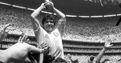Placeholder - loading - Imagem da notícia Craque argentino Maradona morre aos 60 anos após sofrer parada cardiaca