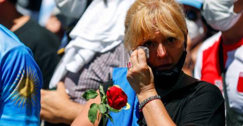 Placeholder - loading - Imagem da notícia Com pranto e paixão, milhares de argentinos se despedem de Maradona