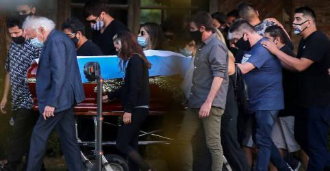 Placeholder - loading - Imagem da notícia 'Adios Diego': Maradona é enterrado e mundo chora a perda de um dos maiores astros do futebol