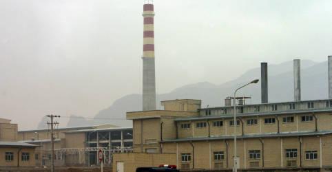 Placeholder - loading - Imagem da notícia Suposto mentor nuclear iraniano Fakhrizadeh é assassinado perto de Teerã