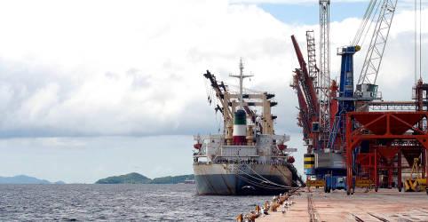 Placeholder - loading - Imagem da notícia Paranaguá recebe primeira importação de soja em 10 anos