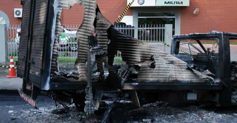 Placeholder - loading - Imagem da notícia Assaltantes deixam dinheiro na rua após roubo a banco e tiroteio em Criciúma