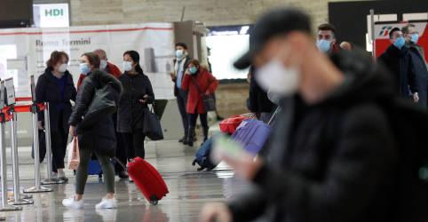 Placeholder - loading - OMS endurece diretrizes de uso de máscaras em áreas com Covid-19