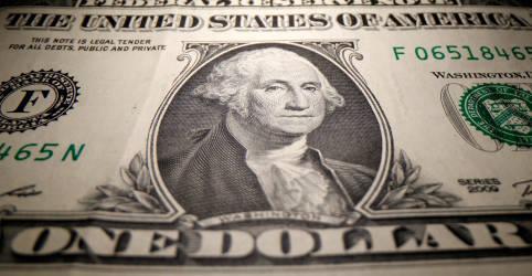 Placeholder - loading - Imagem da notícia Dólar tem volatilidade contra real após tombo da véspera