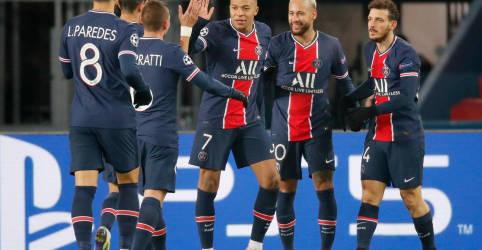 Placeholder - loading - Imagem da notícia Neymar marca três vezes em goleada do PSG sobre Basaksehir por 5 x 1