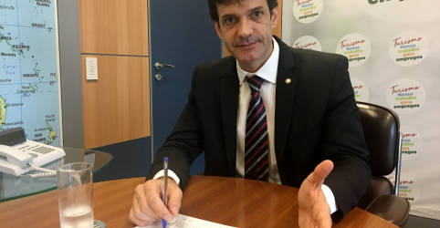 Placeholder - loading - Governo publica demissão de Álvaro Antônio e nomeação de Gilson Machado para o Turismo