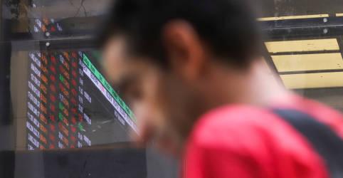 Placeholder - loading - Imagem da notícia Com tímida realização de lucros, Ibovespa caminha para nova alta semanal