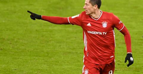Placeholder - loading - Imagem da notícia Lewandowski é eleito melhor jogador do mundo, supera Messi e Ronaldo