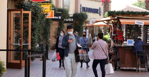 Placeholder - loading - Imagem da notícia Clique e dirija: compradores de última hora nos EUA fazem retirada na calçada