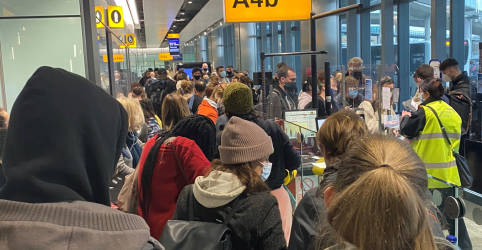 Placeholder - loading - Cepa britânica do coronavírus chega à Austrália e cancela voos em Hong Kong