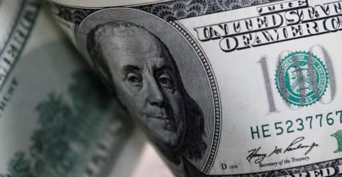 Placeholder - loading - Imagem da notícia Dólar fecha em alta, mas se afasta de máximas com algum alívio externo