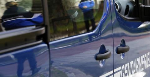 Placeholder - loading - Imagem da notícia Três policiais franceses são mortos a tiros ao responder denúncia de violência doméstica