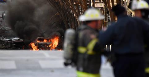 Placeholder - loading - Imagem da notícia Veículo explode no centro de Nashville; polícia acredita em 'ato intencional'