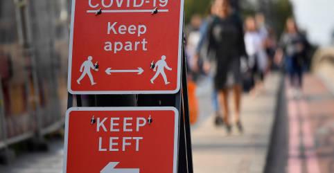 Placeholder - loading - Imagem da notícia Reino Unido precisa de regras mais rígidas contra Covid para evitar 'catástrofe', diz epidemiologista