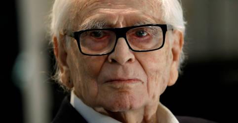 Placeholder - loading - Imagem da notícia Sinônimo de moda, Pierre Cardin morre aos 98 anos