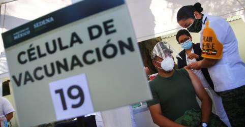 Placeholder - loading - Imagem da notícia Em meio a disputas, Brasil perde 'timing' e sofre atraso para começar vacinação contra Covid-19