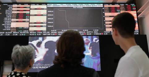 Placeholder - loading - Imagem da notícia Investidores brasileiros e estrangeiros salvam Ibovespa em 2020