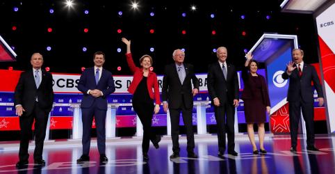 Placeholder - loading - Imagem da notícia Rivais democratas dizem que indicação de Sanders seria 'catástrofe'