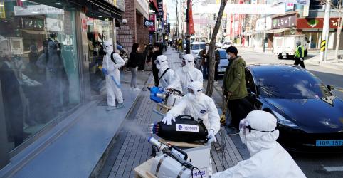 Placeholder - loading - Imagem da notícia Governos aceleram preparativos para enfrentar pandemia de coronavírus