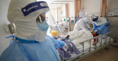Coronavírus reaparece em pacientes que receberam alta e provoca questões sobre contenção