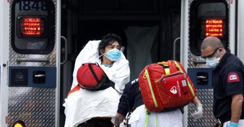 Estado de Nova York registra mais 779 mortes, mas diz que distanciamento social funciona
