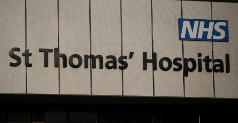 Placeholder - loading - Premiê britânico Johnson deixa UTI, mas segue em observação no hospital