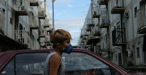 Placeholder - loading - Imagem da notícia Witzel prorroga isolamento no RJ até 30 de abril e cobra ajuda federal