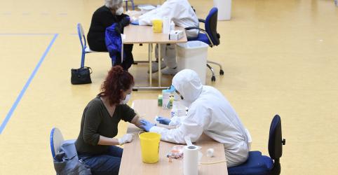 Placeholder - loading - Imagem da notícia Número diário de mortes por coronavírus na Itália tem leve alta, mas novos casos caem