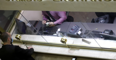 Dólar crava novo recorde acima de R$5,52 em reação a noticiário local