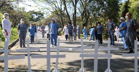 Brasil registra mais 407 mortes por Covid-19 e tem recordes de casos e óbitos em 24 horas