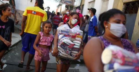 Placeholder - loading - Imagem da notícia Governo pagou auxílio emergencial a 33 milhões de pessoas e total pode chegar a 60 milhões